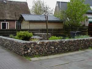 De schanskorven van Splitkorrel kleden uw tuin aan met natuursteen.